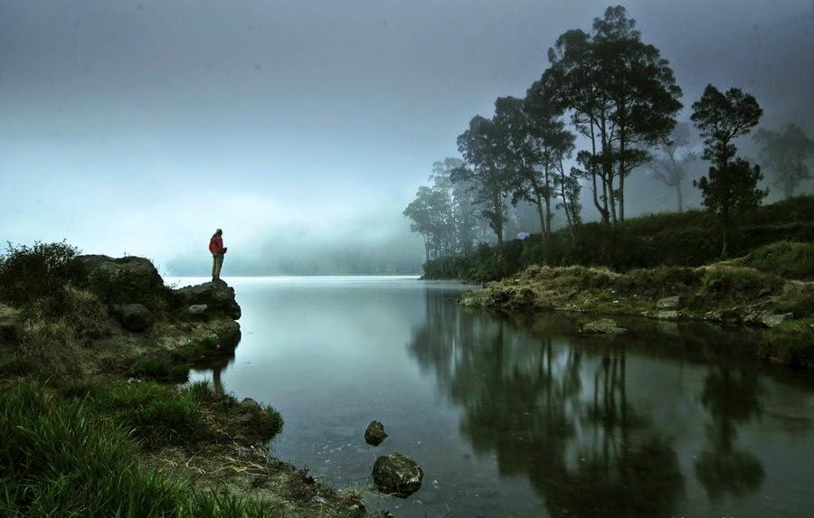 Keindahan Danau Segara Anak Taman Nasional Gunung Rinjani ketinggian 2000 mdpl