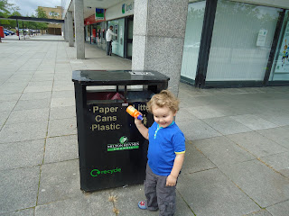 1000 Bins - Big Boy doing some recycling in Central Milton Keynes