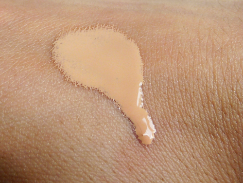 Makeup Revolution The ONE Foundation swatch