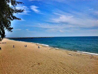 pantai batu burok