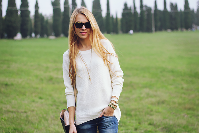 white sweater, jeans, casual weekend outfit