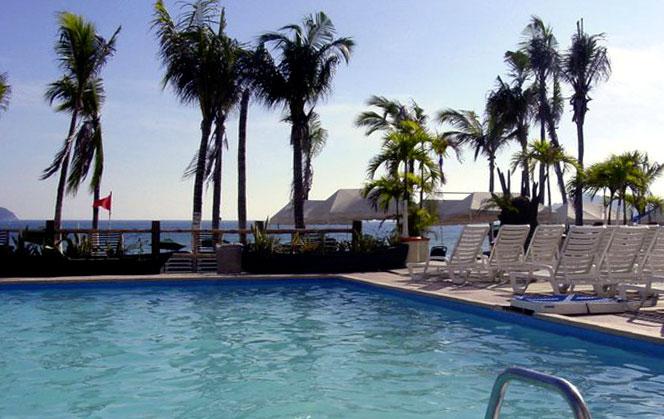 imagen de la alberca del hotel crowne plaza acapulco