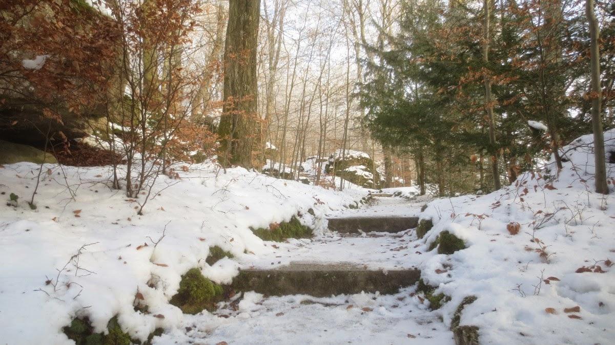 Spaziergang durch den Felsengarten in Sanspareil