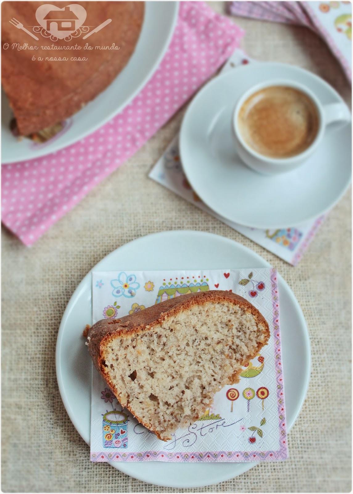 Receita fácil de bolo de nozes com cream cheese para o lanche da tarde