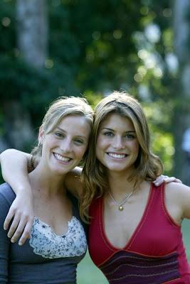 Alinne Moraes e Paula Picarelli em 2003 na época de 'Mulheres apaixonadas' (Foto: Marcelo Theobald/Extra)