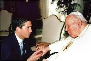 L'avortement doit cesser et cessera! Jim+Caviezel+meeting+Pope