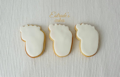 galletas de huellas de bebe en azul, hechas con fondant