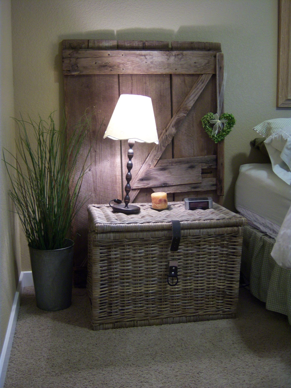 Little brags guest room make over with an old door for Idea for old doors