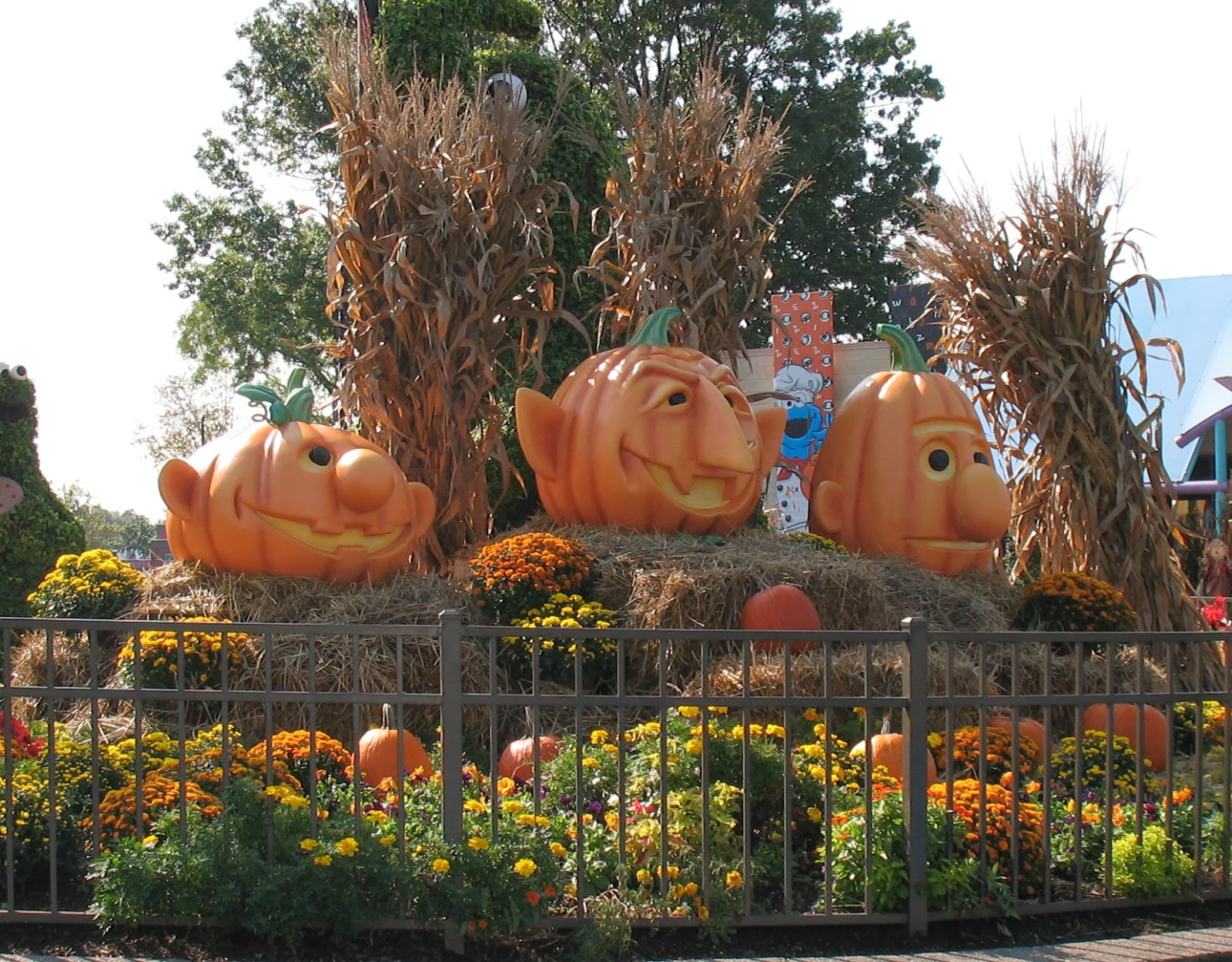 photo op at sesame place - Sesame Place Halloween