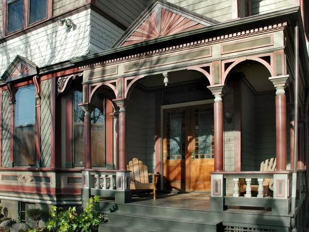 Desain Teras / Beranda Rumah Gaya Victorian