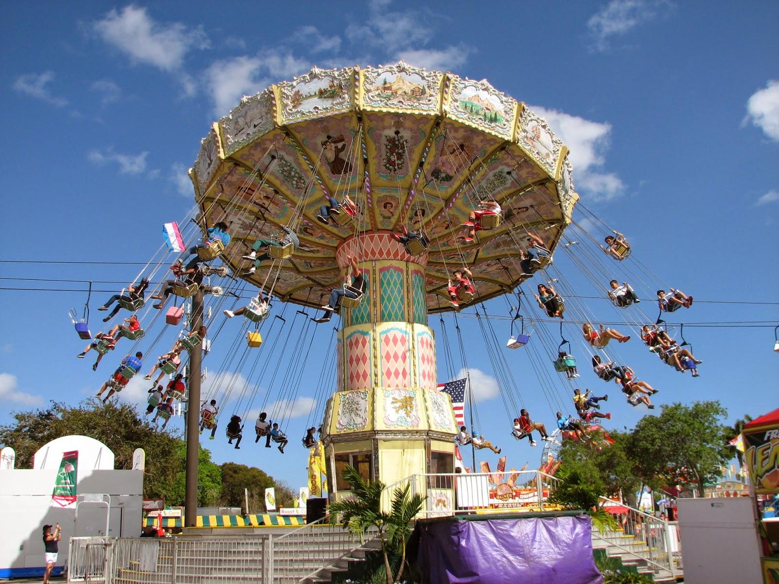 Bonao internacional sillas voladoras en la feria de la for Sillas para ferias