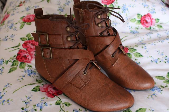 Pixie boots lace front