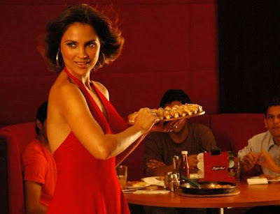 lara dutta pizza girl actress pics