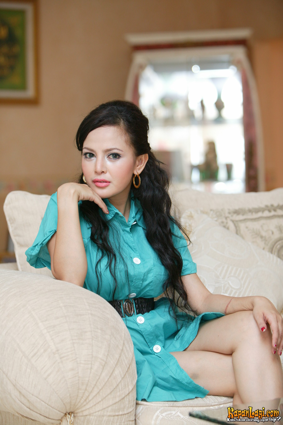 Hot and Sexy Indonesian Dangdut Singer