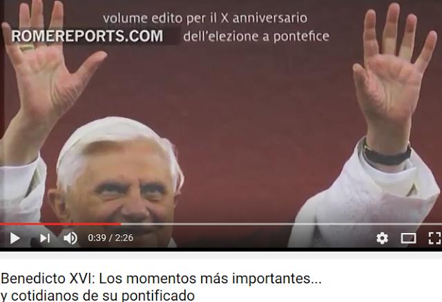 La marca de Benedicto XVI aparece en un libro.