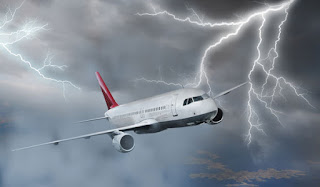 pesawat terbang tersambar petir