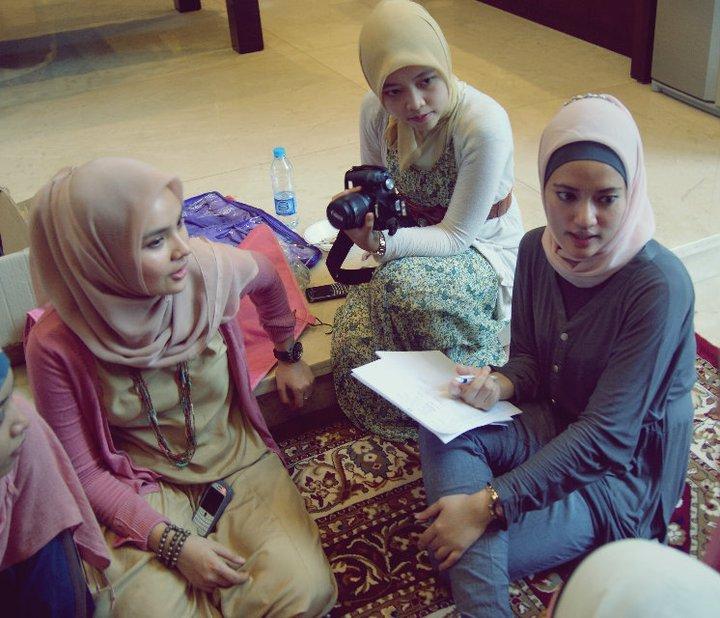 Komunitas Wanita Berjilbab Indonesia : Hijabers Community  cantik sopan  Cyber Protes