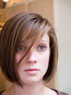 http://2.bp.blogspot.com/-OvN8Ez6qnaE/TvKtINaubeI/AAAAAAAAMlQ/b8vvdIzAUSY/s1600/medium-hair-cute-medium-hairstyles-with-many-styles-for-women_2.jpg