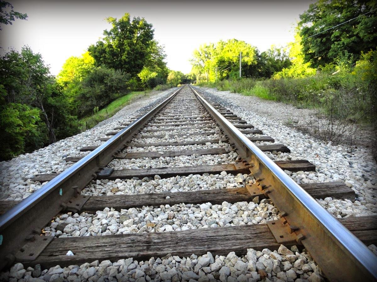 http://2.bp.blogspot.com/-OvTylIWiuvM/VAubFBz0eeI/AAAAAAAAEKM/fY-gsBhqKF8/s1600/train%2Btracks.jpg