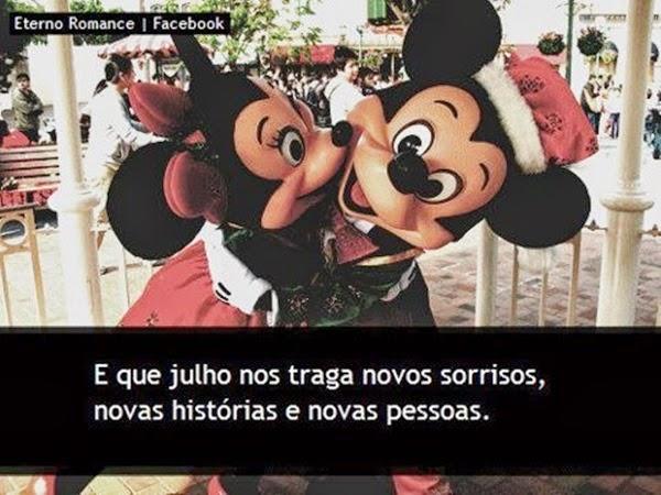 Mickey e Minnie abraçados, Julho