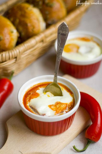 Jajka zapiekane z pomidorami przepis