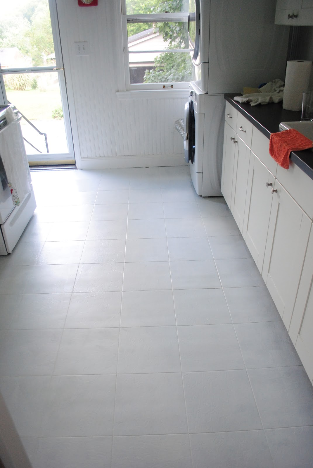 Paint vinyl floor cheap got ugly vinyl floors with this for The best paint to use on vinyl floors