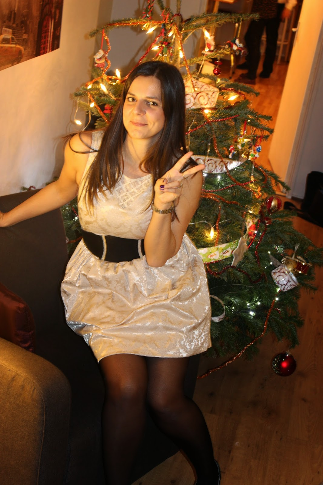 robe dorée Naf Naf avec ceinture large