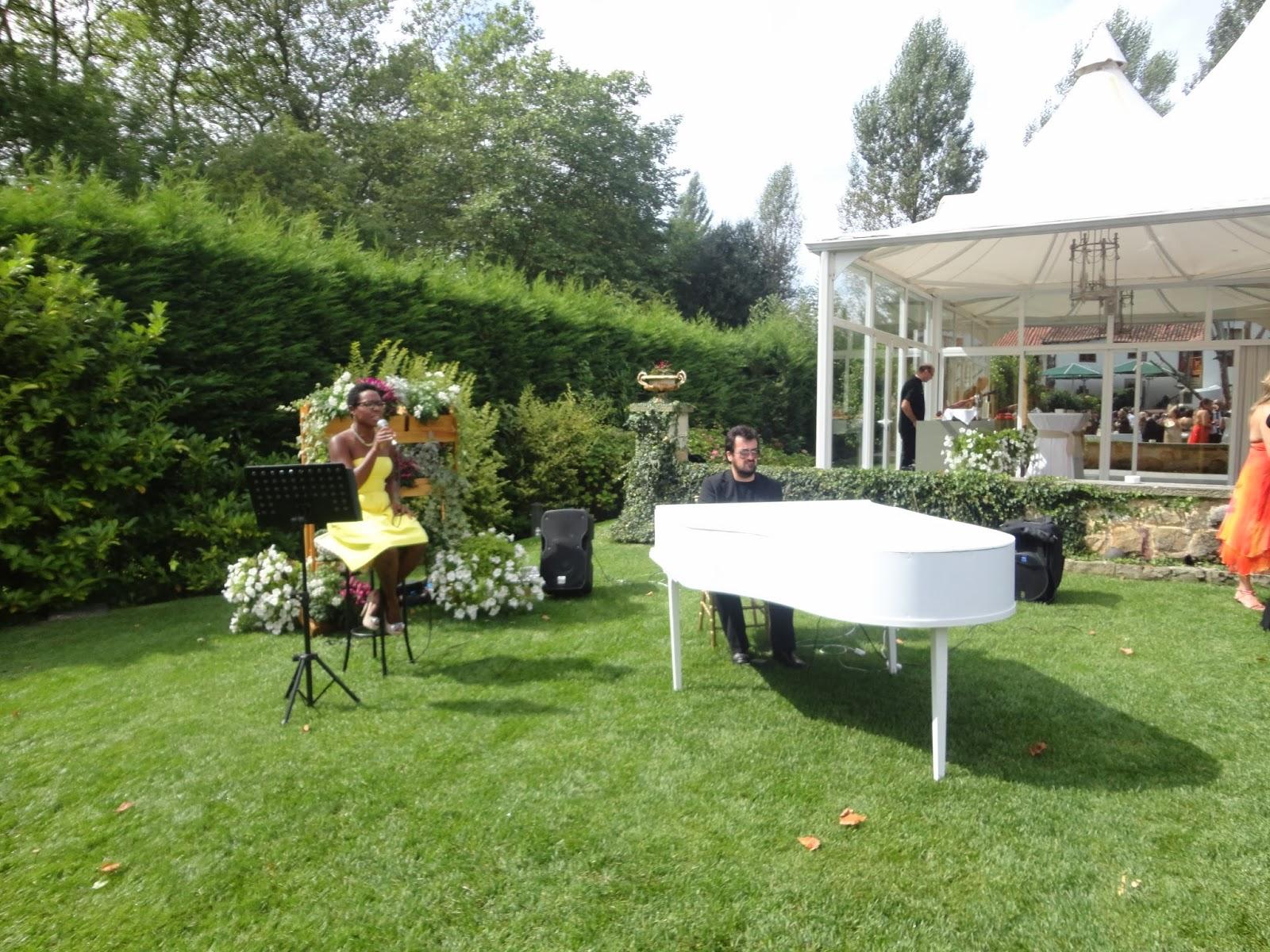 Eva pedro una boda de cuento miss curvy style for Cenador para jardin