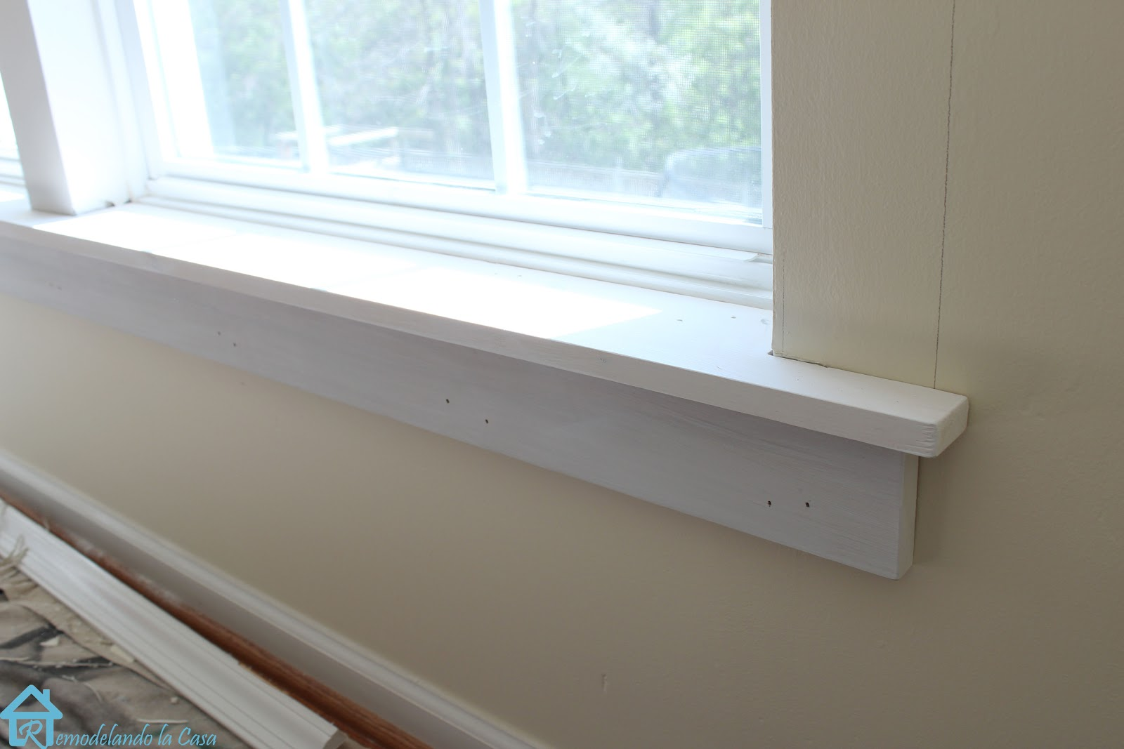 Modern White Kitchen Window Framing Ideas