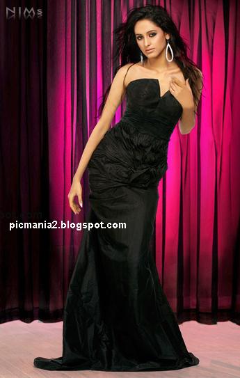 Punjabi Beauty Bobby Layal bikini navel image