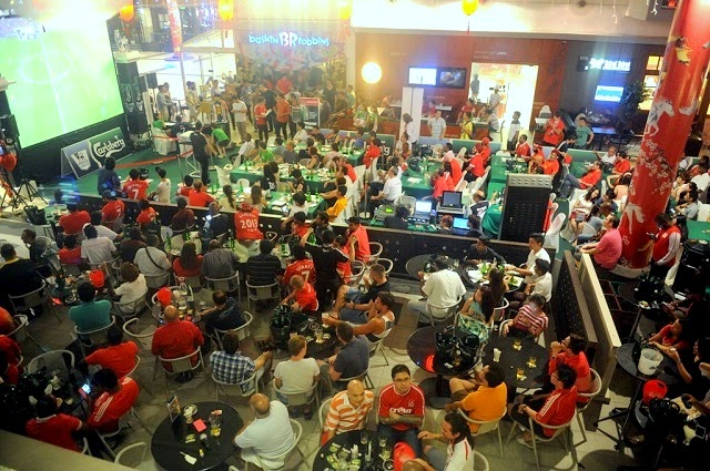 At Movida Kota Damansara watching the BPL match between Arsenal and Liverpool