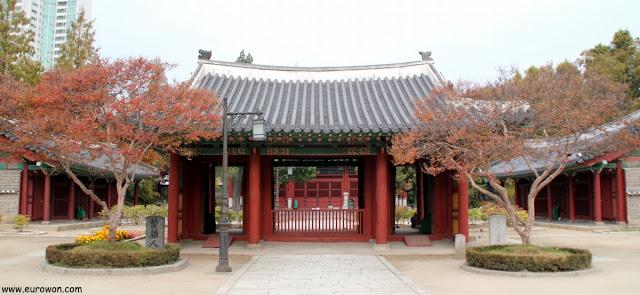 Pabellón del santuario Dongmyo de Seúl