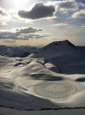 "Simon Beck Snow Art  ""Intricate Pieced Circle"""
