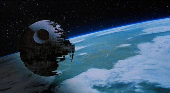 estrella de la muerte orbitando amenazante