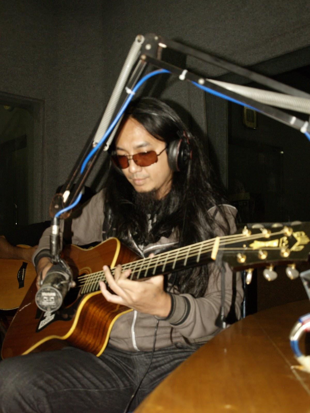 tentang gitar elektrik profil gitaris andry muhammad