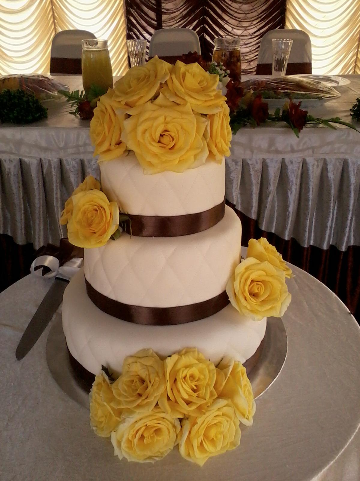 jujucupcakes: Brown and yellow wedding cake