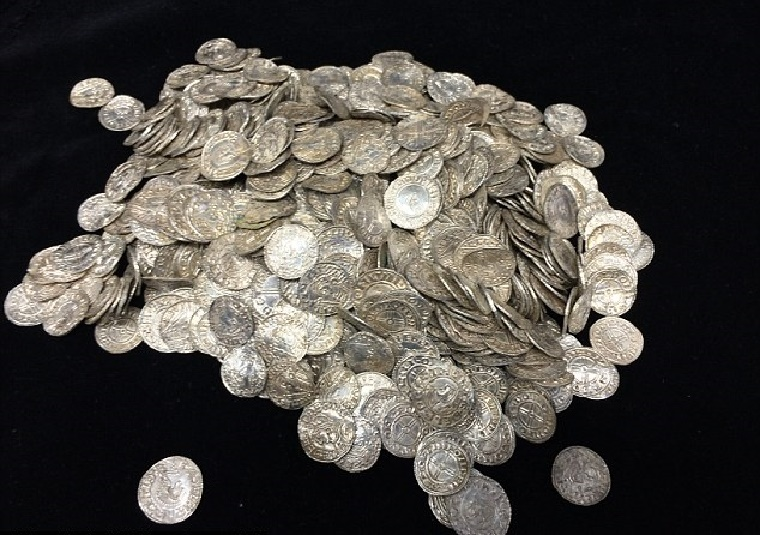 UK: Detectorist finds hoard of 5,000 Anglo-Saxon coins