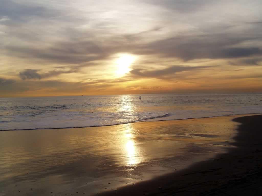 http://2.bp.blogspot.com/-OxkP7BXT2ys/Td5CslWe0NI/AAAAAAAAAlg/waiU6mrVQxw/s1600/1150798104_800x600_laguna-beach-wallpaper-sunset-laguna-beach.jpg