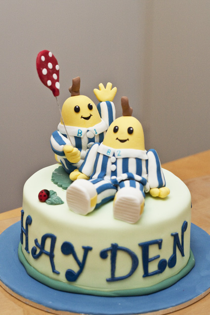 how to make bananas in pyjamas cake