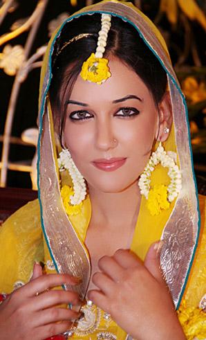 allenora makeup for mehndi