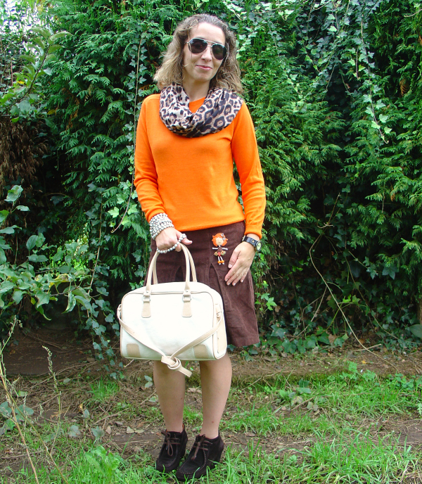 OOTD Halloween in orange and brown. Pedro Miralles ankle boots. Visit www.forarealwoman.com  #fashion #blogger #moda