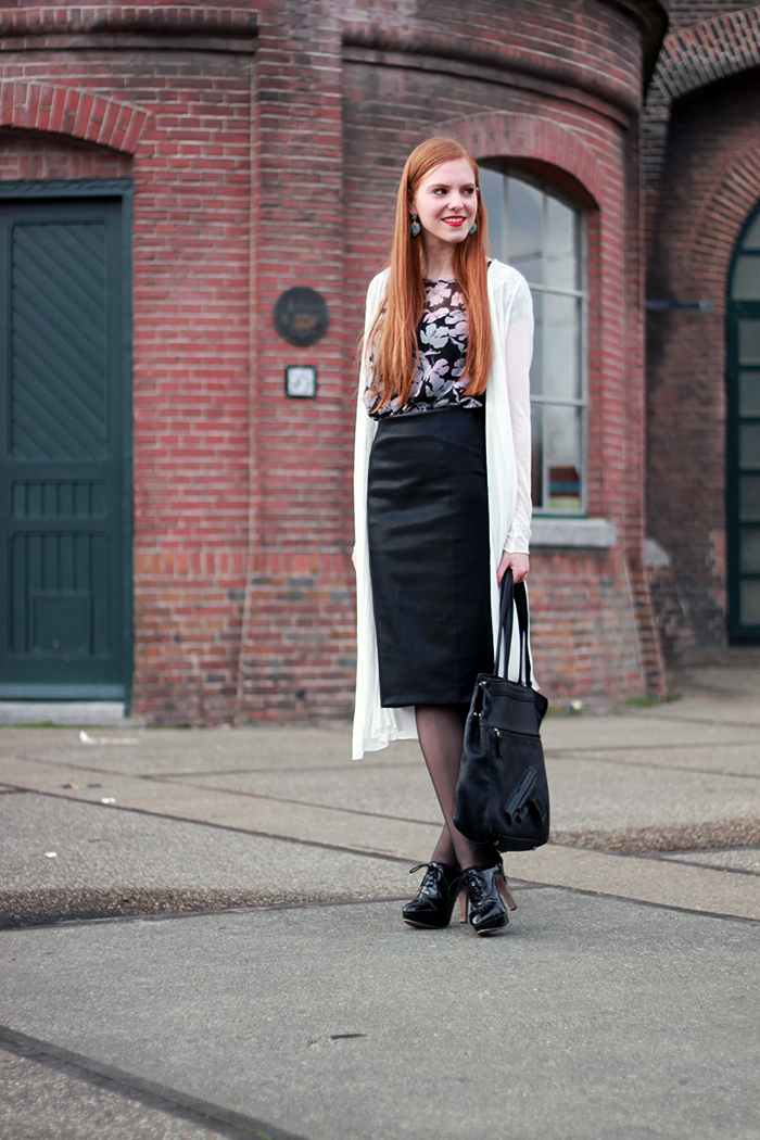 Fashion blogger style 50s fifties vintage midi leather skirt red lips hair amsterdam dutch