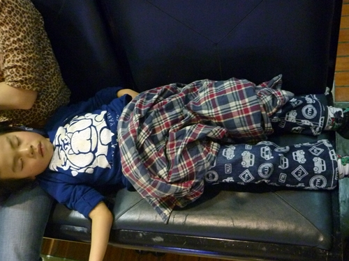 疲れて寝てしまった息子