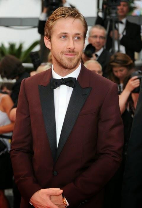 Ryan-Gosling-esmoquin-granate