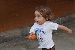 Tres fotos de Nicolás Ignacio jugando fúbol