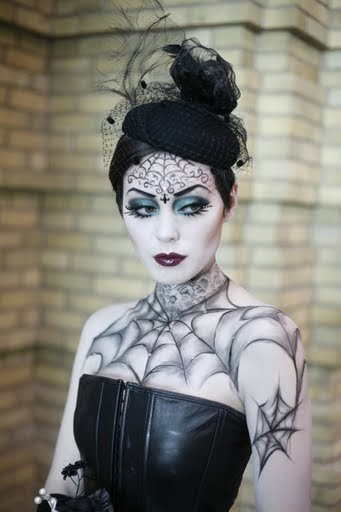jill and the little crown: Pretty Scary Halloween Make Up - Pretty But Scary Halloween Makeup