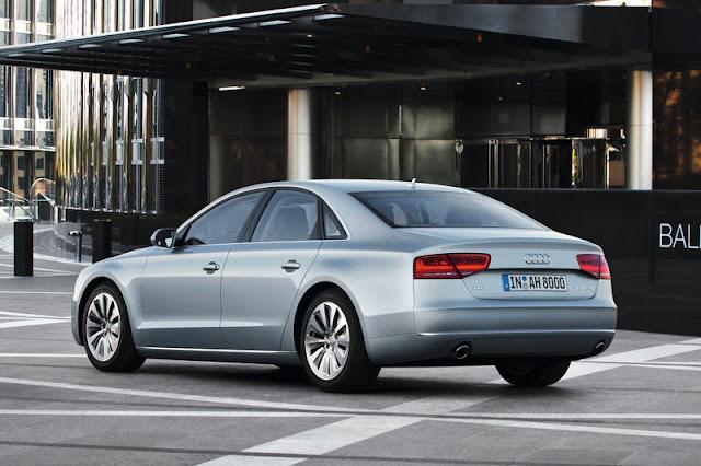 2013 Audi A8 Sedan Back Exterior