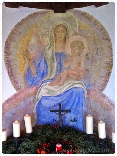 Maria mit Jesuskind in der Kapelle - Königen des Friedens