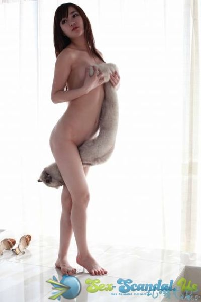 Han Zi Xuan – Nude Photo Shoot – Chinese Model- Sex Scandal