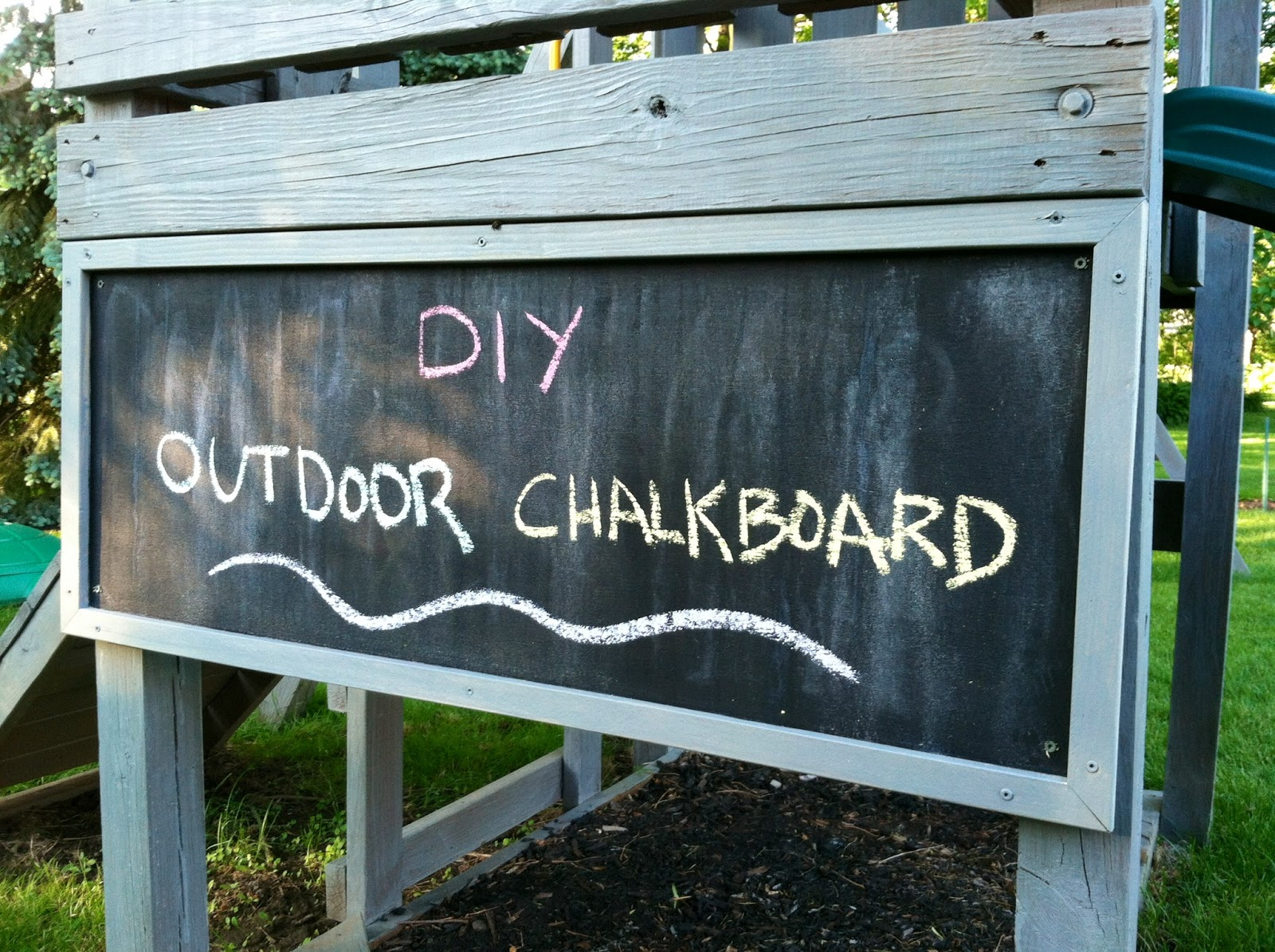 Eleanor olander this is me diy outdoor chalkboard for Decoration patio exterieur